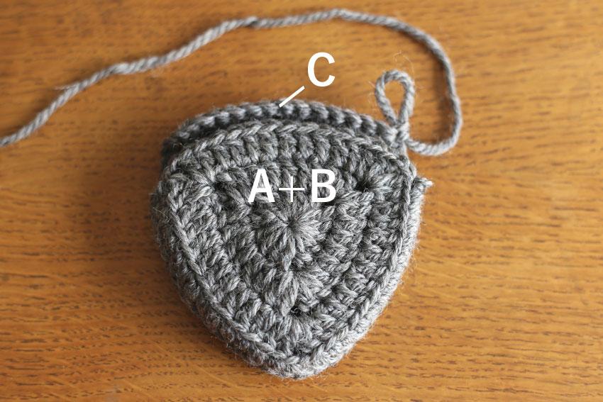 かぎ針編み エンブレムポーチ ⑧A+BとCを重ねる