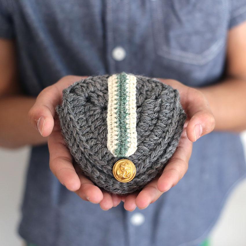 かぎ針編み エンブレムポーチ